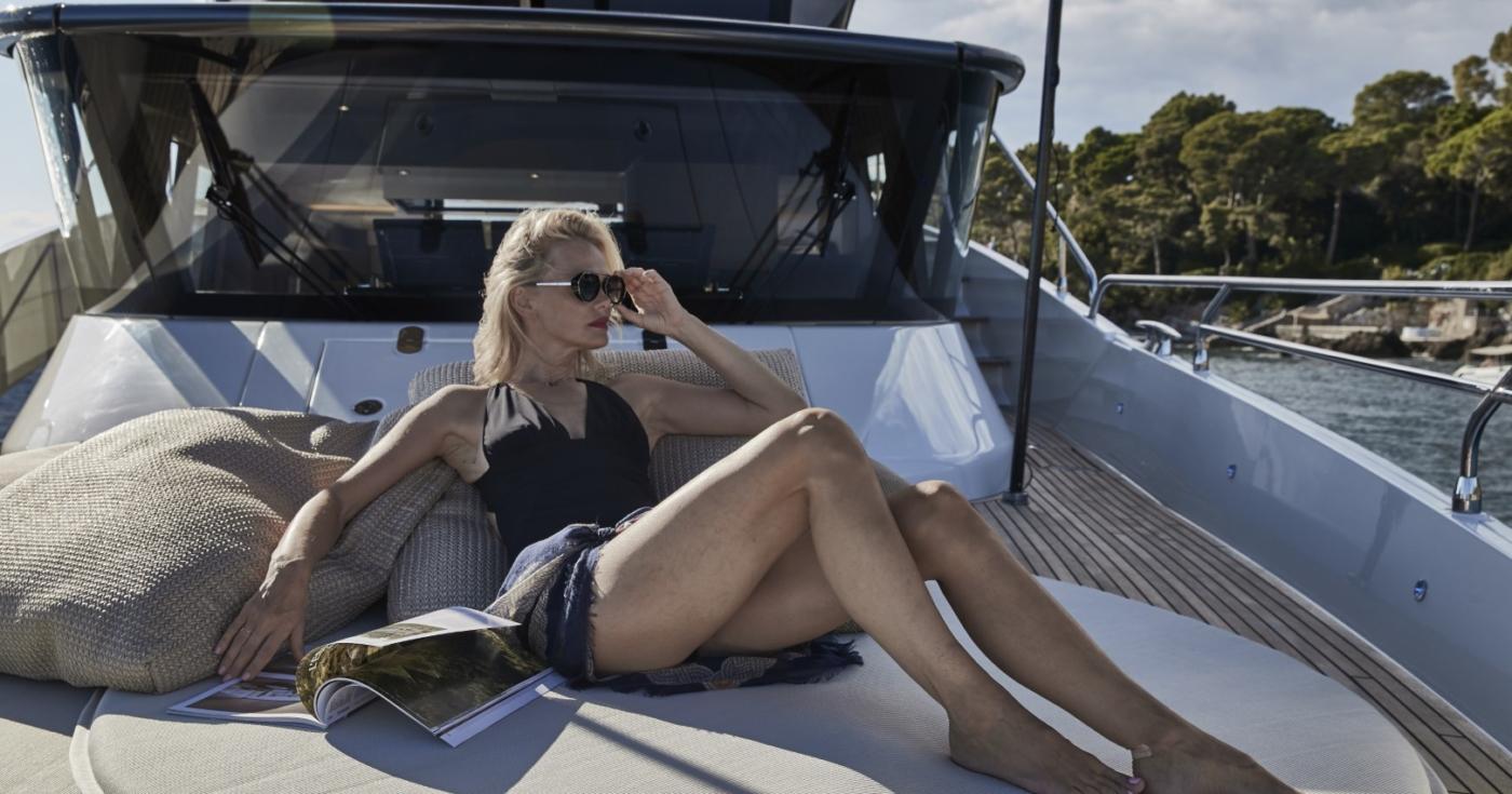 Prestige X Yacht
